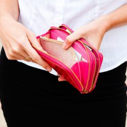 Stuck-in-a-Cycle-of-Poor-Money-Management-5-Habits-to-Help-You-Break-the-Cycle